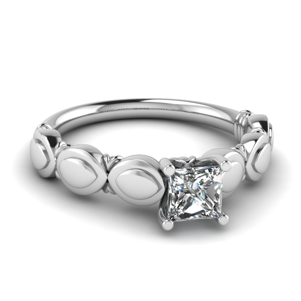 Petal Style 18k White Gold Solitaire Ring