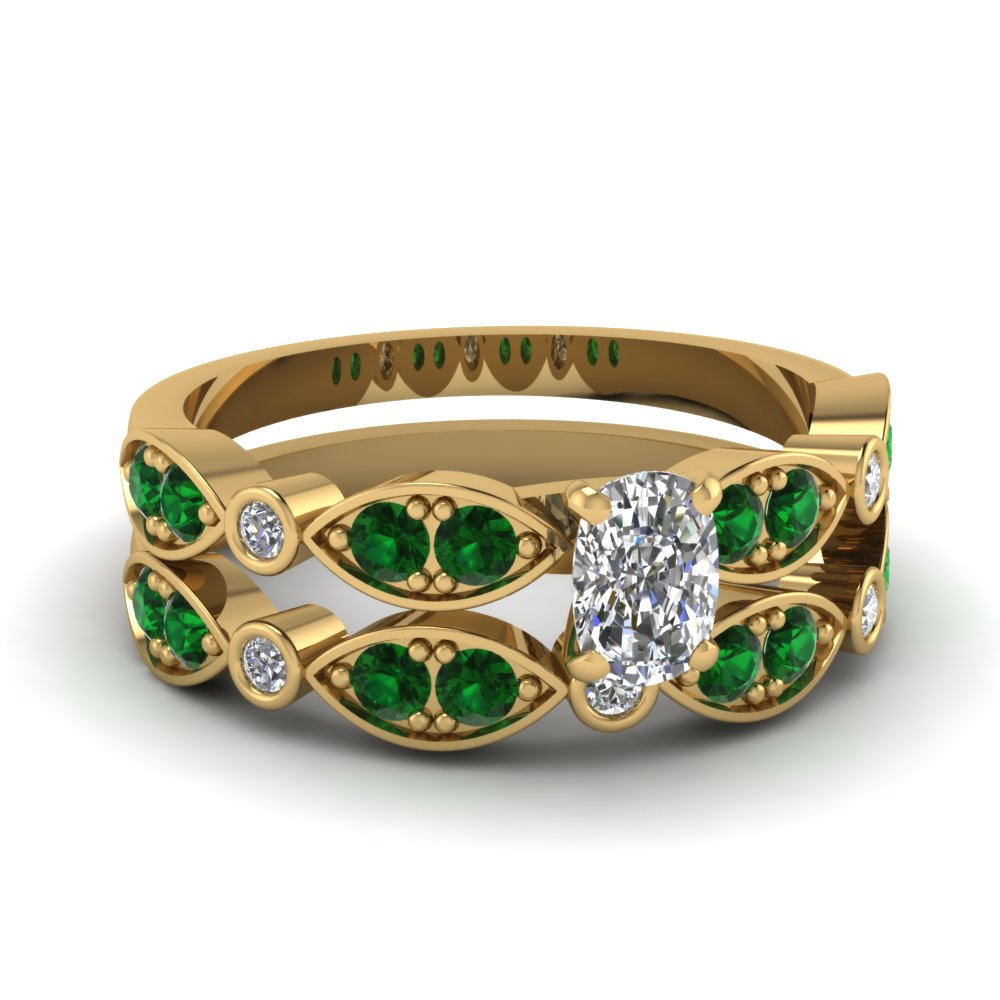 Cushion Diamond & Emerald Wedding Ring Set